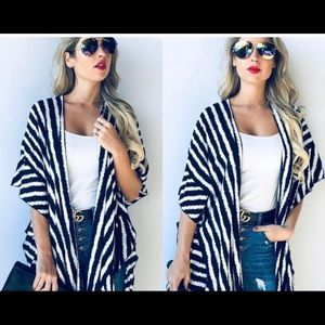 🎉🎊HOST PICK🎊🎉Stylish Striped Kimono